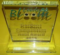 Jenny Chamberlain's gold award for the 2016 Leeds In Bloom competition - click for full size image